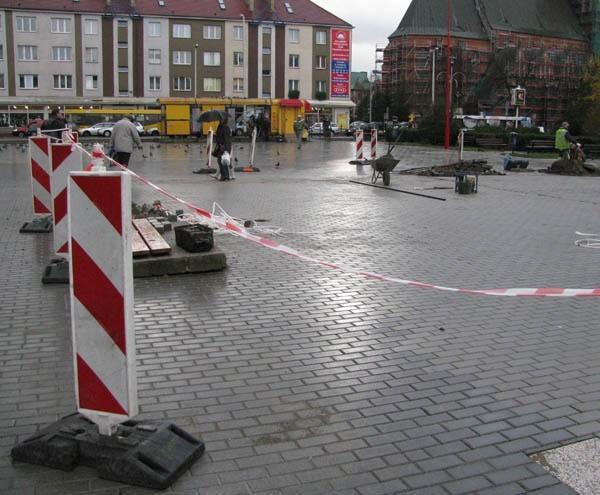 W miejscu, gdzie była fontanna położono polbruk.