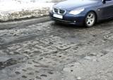Grudziądz. Uwaga kierowcy! Z ulicy Portowej zaczynają wychodzić druty