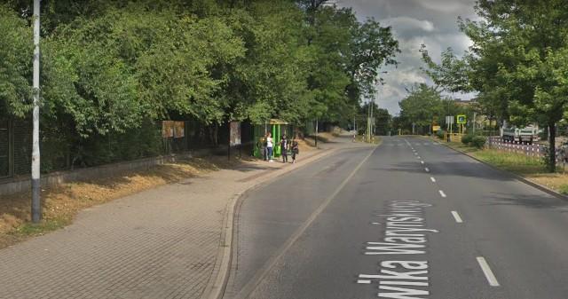 Ciało mężczyzny znaleziono na przystanku autobusowym przy ul. Waryńskiego w Zielonej Górze.