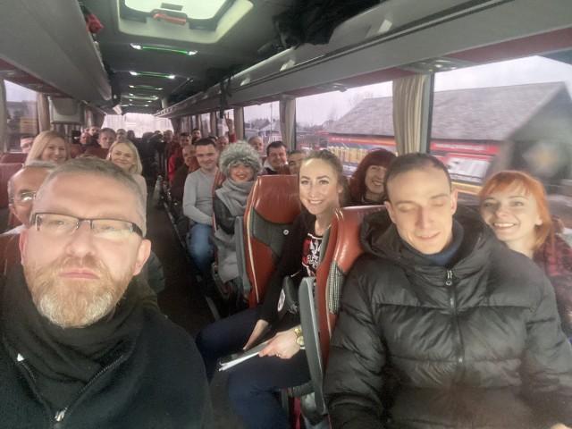 Na manifestację do warszawy Grzegorz Braun zabrał cały autobus przyjaciół z Rzeszowa i Stalowej Woli.