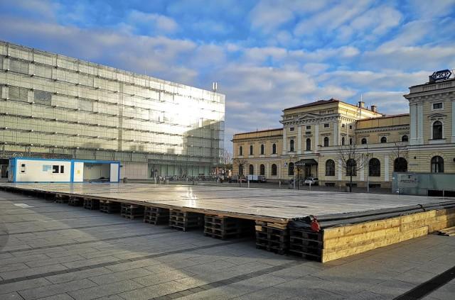 Lodowisko przy Galerii Krakowskiej na placu im. Jana Nowaka-Jeziorańskiego ma funkcjonować od 1 grudnia 2020 r.
