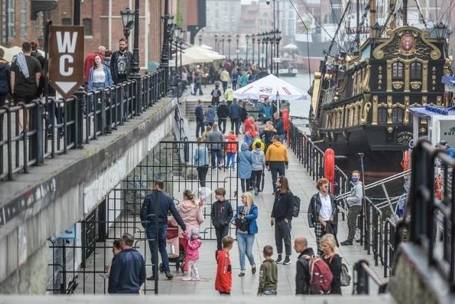 Turyści na ulicach Gdańska w czerwcu 2020 r.