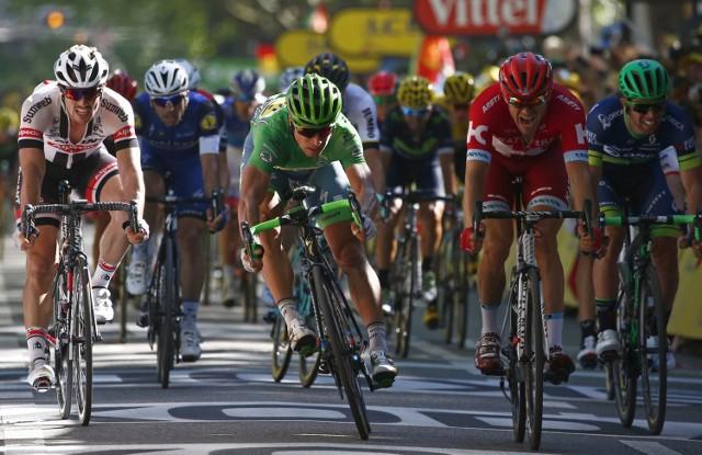 Peter Sagan (zielona koszulka) i Alexander Kristoff (czerwona) do końca walczyli o wygraną. Górą był Słowak