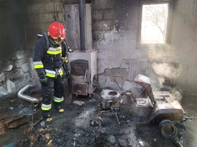 Pożar warsztatu samochodowego w powiecie radzyńskim wybuchł w środowe przedpołudnie