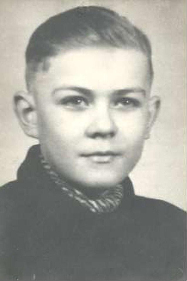 Henryk Błażejak - lat 16, uczeń tokarski Zasadniczej Szkoły...
