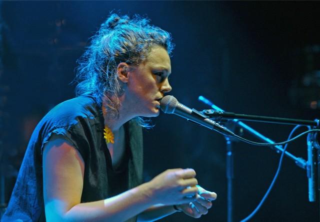 Bardzo ciekawy program solowy przedstawiła wspomagająca się elektroniką młoda wokalistka z Norwegii Mari Kvien Brunvoll