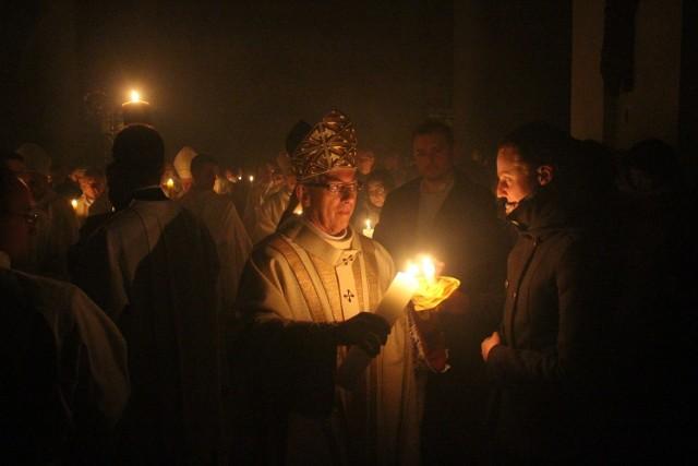 Wielka Sobota 2015: Wigilia Paschalna w katowickiej katedrze Chrystusa Króla