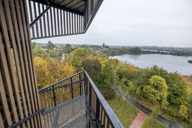 """Na projekt PBO16 """"Z widokiem na Szachty, Luboń i Poznań - budowa drewnianej wieży widokowej na Szachtach, zagospodarowanie terenu""""  zagłosowało prawie 3,5 tysiąca osób. Wieża widokowa na Szachtach, znajdująca się na południu Poznania, ma 25 metrów wysokości. Z jej szczytu rozpościera się widok na miasto."""