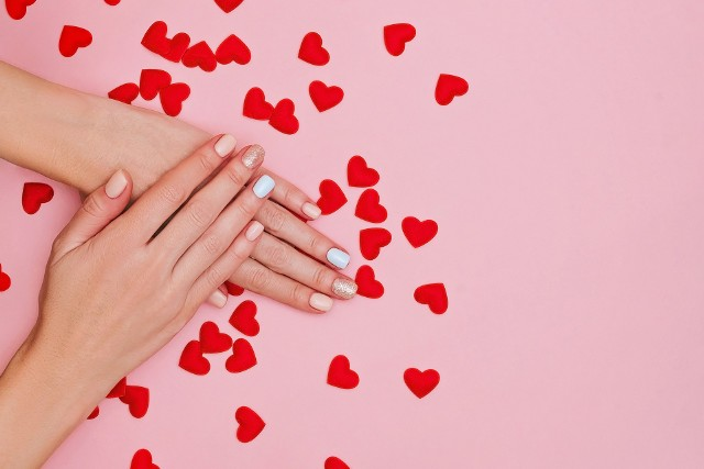 Przekonajcie się same jak szalone mogą być pomysły na paznokcie na Walentynki!