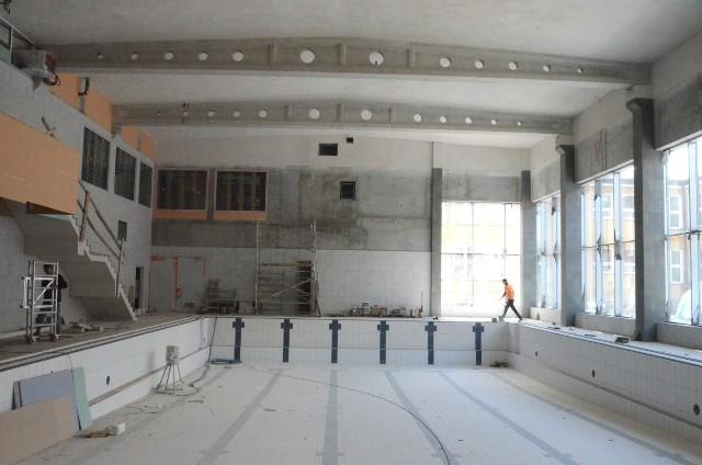 """Prace budowlane przy siemiatyckiej pływalni """"Wodne Tarasy"""" postępują zgodnie z harmonogramem"""