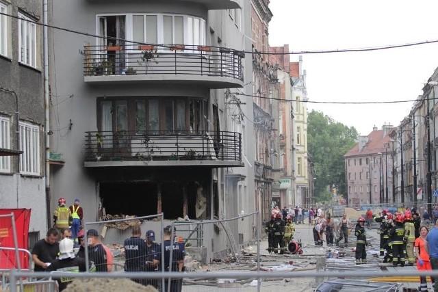 Służby podczas akcji w dniu wybuchu gazu przy ul. Katowickiej Zobacz kolejne zdjęcia. Przesuwaj zdjęcia w prawo - naciśnij strzałkę lub przycisk NASTĘPNE