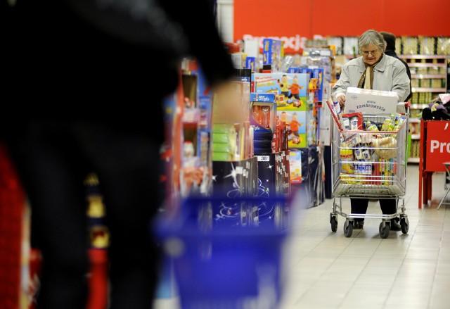Najpopularniejszym miejscem, w którym Polacy planują kupić prezenty, jest super lub hipermarket.
