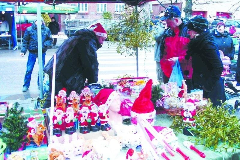Świąteczny jarmark był okazją do kupienia ozdób i prezentów.