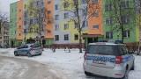 Tragedia w Ostrowcu. Zwłoki matki i dziecka w mieszkaniu. Policja nie wyklucza zabójstwa i samobójstwa