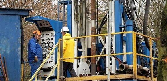 Firma z Rybnika do poszukiwań wody mineralnej wykorzystała amerykańską wieżę wiertniczą