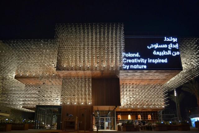 Za koncepcję architektoniczno-tematyczną Pawilonu Polski odpowiada pracownia WXCA. Targi Expo 2020 w Dubaju rozpoczeły się 1 października. Potrwają pół roku.