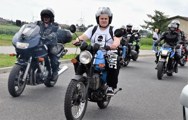 W Inowrocławiu trwa XIII Zlot Motocyklowy Na Soli. Jego uczestnicy wzięli udział w paradzie po ulicach miasta, która zakończyła się pod Galerią Solną. Tam byłam okazja obejrzeć wspaniałe maszyny oraz pokaz stuntu na motocyklu Harley Davidson.