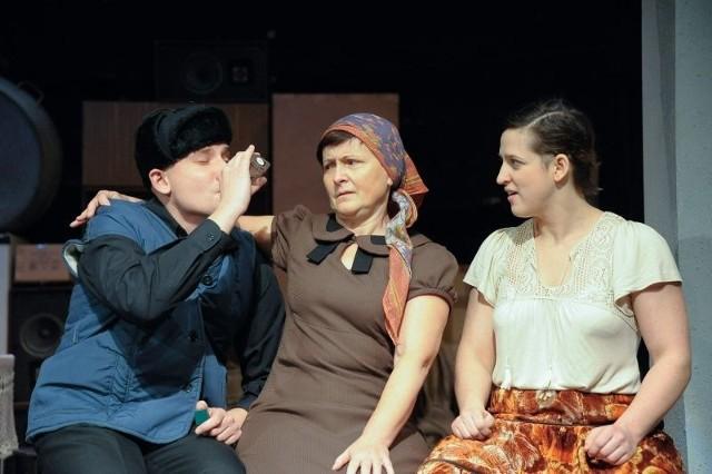 W spektaklu występują (na zdjeciu od lewej): Mateusz Witczuk, Jolanta Borowska i Katarzyna Siergiej