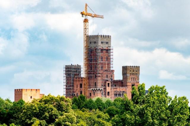 Jak podaje TVP3 Poznań, Główny Urząd Nadzoru Budowlanego odebrał inwestorowi zamku w Stobnicy pozwolenia na budowę. Inwestor musi od nowa starać się o pozwolenie lub skierować sprawę do sądu.