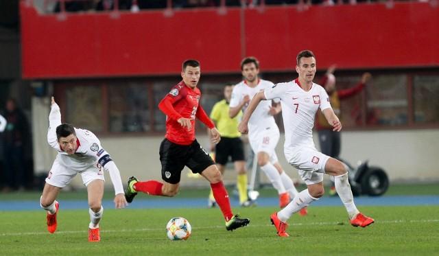 Robert Lewandowski (z lewej) i Arkadiusz Milik będą mogli zagrać z Anglią w Londynie