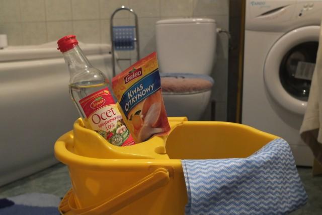 Ocet, kwasek cytrynowy, soda, cytryna - używamy ich w kuchni jako produkty spożywcze. Dlaczego nie do sprzątania? Na pewno nie są szkodliwe dla zdrowia.