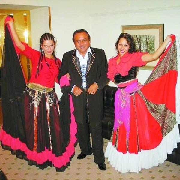 Don Vasyl to jeden z najbardziej znanych Romów w Polsce. Od wielu lat występuje na scenie i promuje młode cygańskie talenty. Jest też twórcą Międzynarodowego Festiwalu Piosenki i Kultury Romów w Ciechocinku.