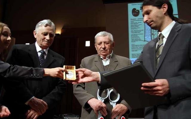 We wtorek synowie państwa Krzywickich, Józef i Edward, odebrali honorowe odznaczenie z rąk przedstawiciela ambasady Izraela w Warszawie