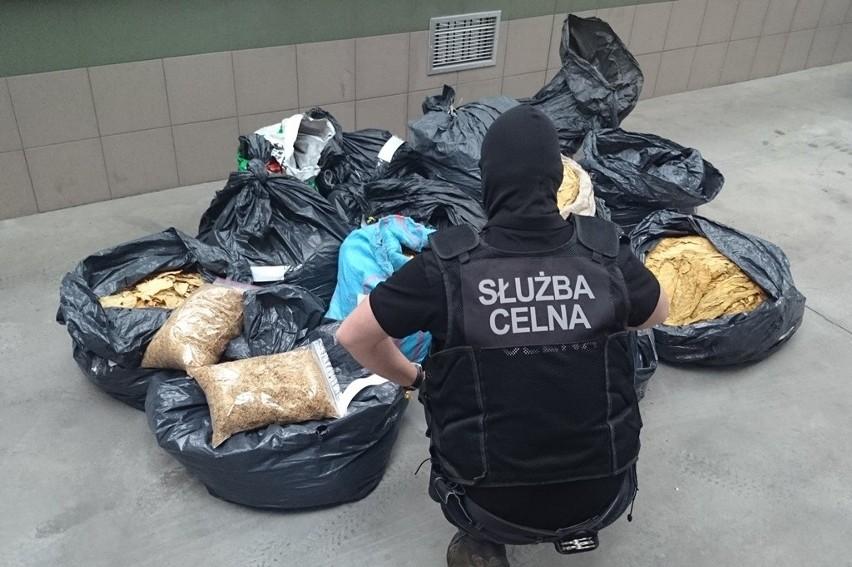 Celnicy z Łomży odkryli 150 kg tytoniu wartego 70 tys. zł.