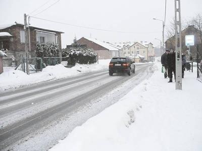 Ulice w centrum Wieliczki są tej zimy w dość dobrym stanie. O wiele gorzej jest na obrzeżach miasta i na traktach w innych częściach gminy. Fot. Jolanta Białek