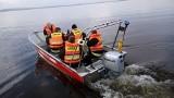 Nad Miedwiem mężczyzna pływający na surfingowej desce nie mógł dotrzeć do brzegu. Na ratunek 41-latkowi ruszyli strażacy z Pyrzyc i Wierzbna