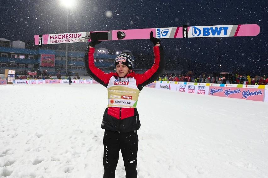 Dawid Kubacki w PŚ w Predazzo 11.01 zajął 3. miejsce