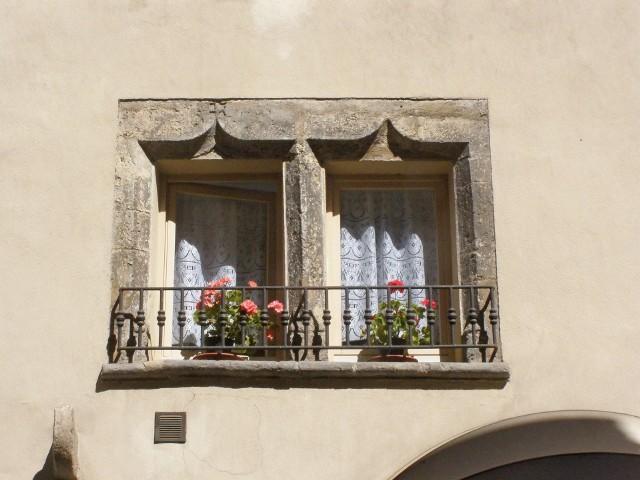 Stare oknaPrzed zimą należy je uszczelnić albo wymienić na nowe.