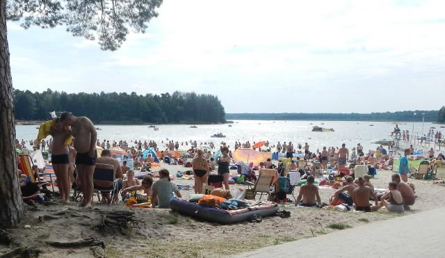 Do najczystszych jezior w regionie należy Ostrowskie. We wschodniej części tego akwenu znajduje się znane kąpielisko Przyjezierze
