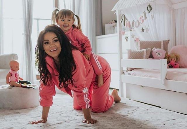 """Sylwia Bomba to super mama. Zobacz, jak mieszka jej córka i jakimi kadrami dzieli się gwiazda """"Gogglebox"""" z fanami na InstagramieZobacz więcej zdjęć >>>"""