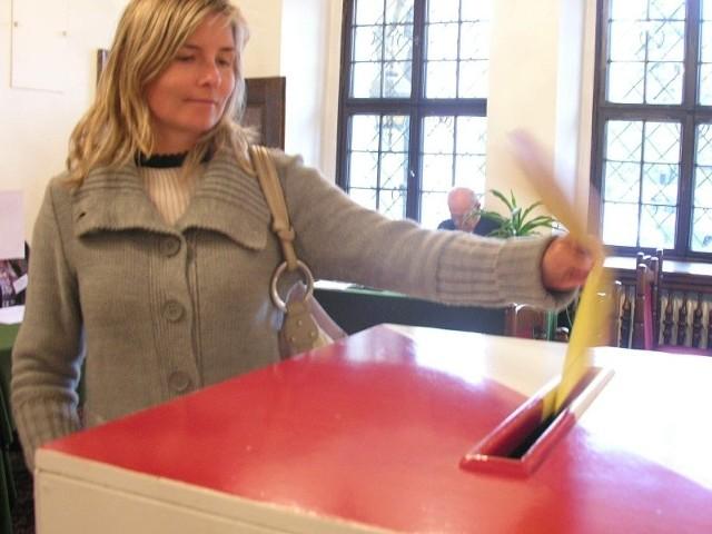 Głosowanie w Brzegu.