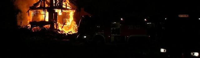 W zgliszczach strażacy znaleźli nadpalone zwłoki