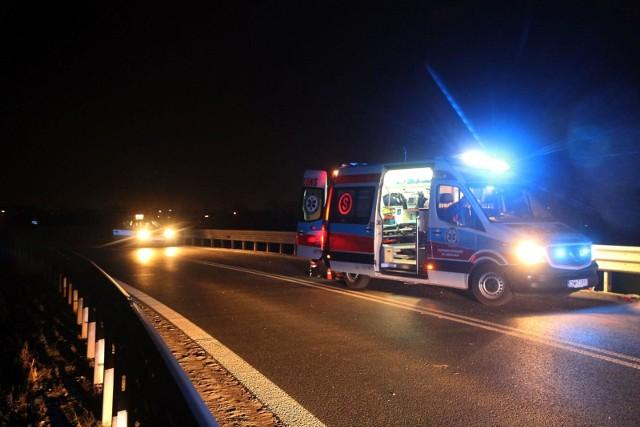 Śmiertelny wypadek na drodze krajowej. W nocy z czwartku na piątek (25-26 czerwca), koło Sieradza doszło do tragicznego w skutkach zderzenia.CZYTAJ DALEJ ---->