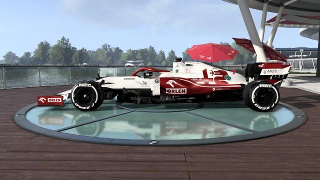 """Wprawdzie Robert Kubica nie jest kierowcą wyścigowym w Formule 1, ale w stawce nie brakuje polskiego akcentu. To oczywiście Zespół Alfa Romeo Racing Orlen, w którym - swoją drogą, krakowianin jest rezerwowym. W grze F1 2021 jednak go nie zobaczymy. Co innego logo polskiej marki na bolidzie C41 i innych miejscach. Zobacz, jak się prezentuje! Tegoroczna edycja gry jest już dostępna na konsole PlayStation, Xbox oraz komputery stacjonarne.Uruchom i przeglądaj galerię klikając ikonę """"NASTĘPNE >"""", strzałką w prawo na klawiaturze lub gestem na ekranie smartfonu"""