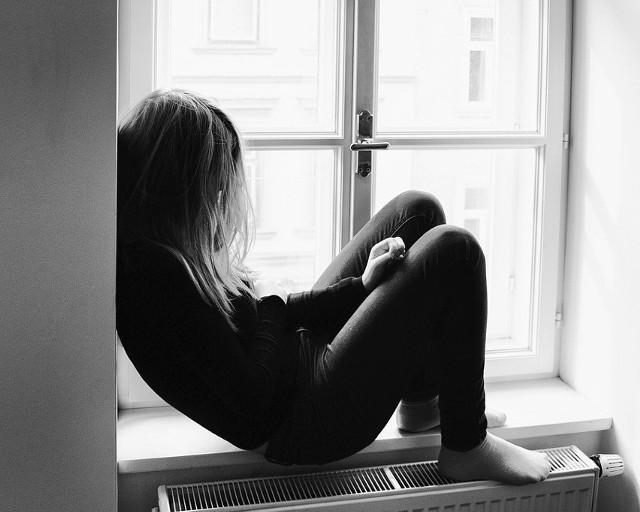 Coraz częściej pojawia się następujący schemat: młodzi ludzie oddalają się z domu, zostawiając informacje o samobójczych planach. - To wołanie o pomoc – podkreślają eksperci.