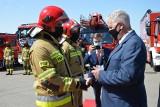 Powiatowe Święto Strażaków w Bytowie. Odznaczenia, nagrody i przekazanie wozu (ZDJĘCIA)