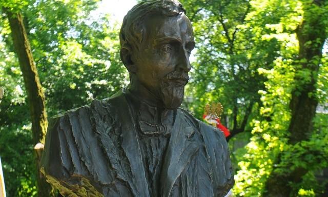 Popiersie Henryka Sienkiewicza.