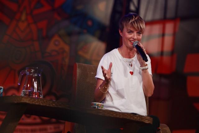 """Reżyserka i modowa choreografka, jedna z największych osobowości polskiego świata mody była gościem Akademii Sztuk Przepięknych w piątek 3 sierpnia  podczas drugiego dnia festiwalu PolAndRock. Organizatorzy spotkania tak przedstawili Katarzynę Sokołowską: """"Jedna z najbardziej charyzmatycznych postaci w polskim świecie mody. Od ponad 20 lat reżyseruje i produkuje największe pokazy mody, współpracując z czołówką  modowych marek i projektantów. Pełni też funkcję dyrektora artystycznego The Designer Gallery w warszawskiej Galerii Mokotów. Od kilku lat zasiada w jury programu """"Top Model"""". Przez magazyny mody i media obwołana """"ikoną stylu"""".""""WIDEO: Bogusław Wołoszański, gen. Mirosław Różański i ich goście podczas spotkania na ASP podczas PolAndRock Festival 2018. -  - Wojna już trwa, a Rosja dąży do destabilizacji innych państw. Nie możemy dzielić się na lepszy i gorszy sortWszystkie informacje o PolAndRock Festivalu 2018 (Przystanku Woodstock 2018) w Kostrzynie nad Odrą:  PolAndRock festival (Przystanek Woodstock 2018): koncerty, zdjęcia, filmy, informacje  PolAndRock Festival. Zobacz nasz serwis specjalny:"""