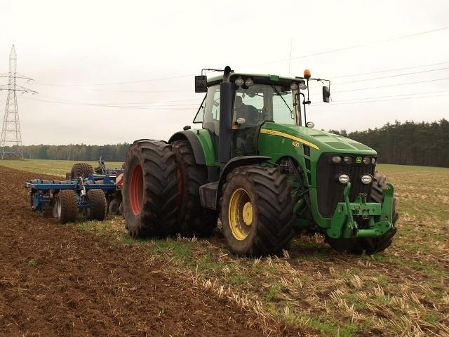 Najnowsze wyniki sprzedaży ciągników i przyczep rolniczych w Polsce