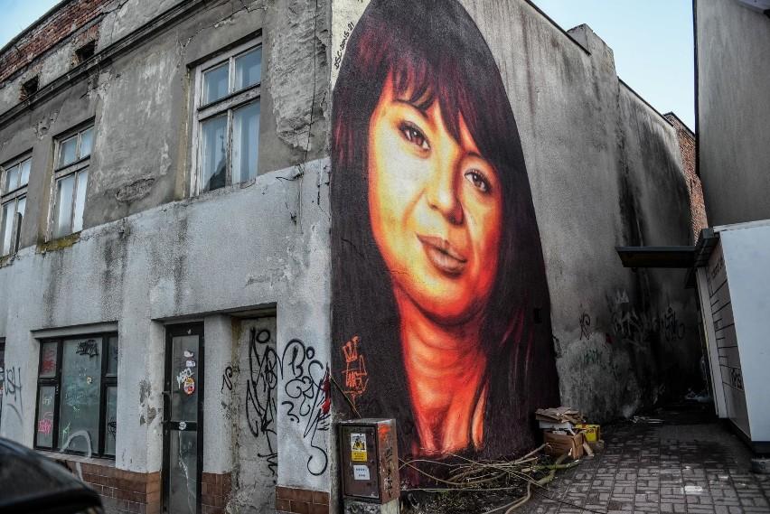 Anna Przybylska na muralu Tusego we Wrzeszczu, jeszcze przed...