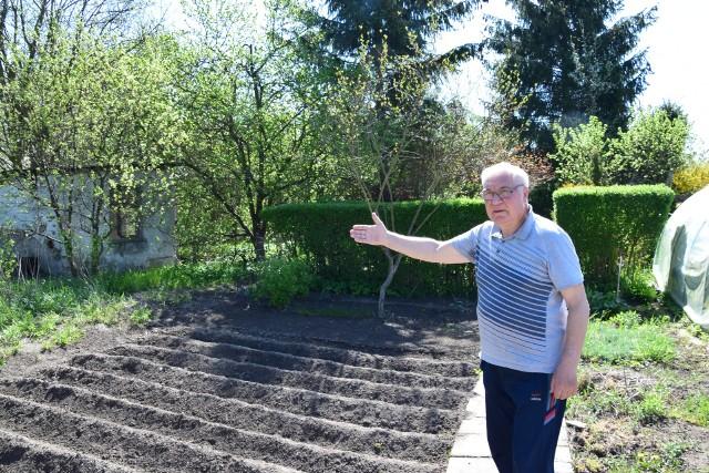 - Bez wody ciężko na ogrodzie jest - mówi pan Ryszard Kubiak.