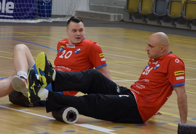 Jan Klimków i Mateusz Jankowski (kolejno od lewej) nadal będą decydować o grze Gwardii na pozycji obrotowego.