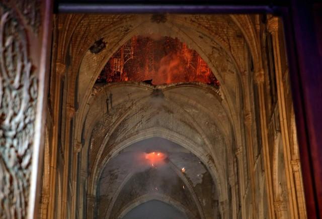 Nowym bohaterem Francji jest duchowny, który z narażeniem życia uratował koronę cierniową Jezusa