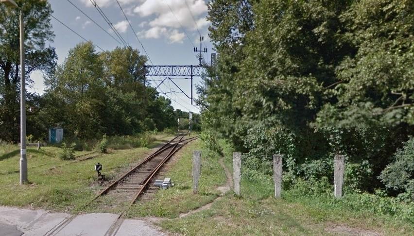W tej chwili najkrótszą drogą do stacji Wrocław Swojczyce...
