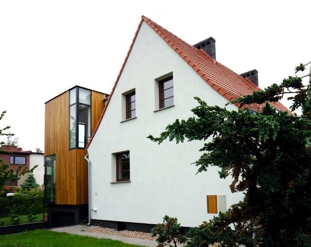 Oryginalna rozbudowa domu we WrocławiuJak oryginalnie powiększyć dom? Innowacyjne połączenie starego z nowym (ZDJĘCIA)