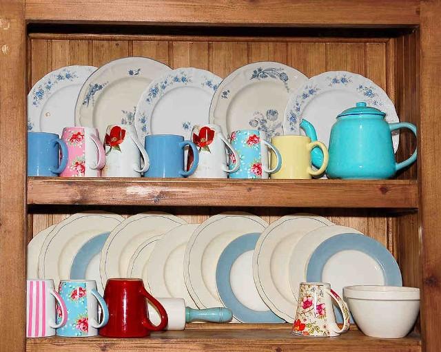 Kredens kuchennyKuchnia: mała zmiana frontów szafek daje duży efekt